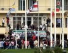 Рабочие верфи города Скарамангас в Афинах штурмуют министерство обороны; фермеры в Ираклионе на Крите вторгаются в Ираклионский аэропорт