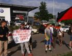 Харьковские активисты поздравили работников завода Фольксваген (г. Калуга, РФ)
